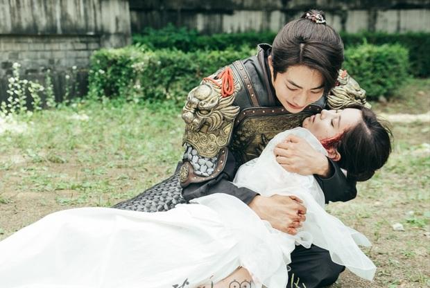 """9 """"đa giác tình yêu"""" phim Hàn làm fan mệt tim: Tầng Lớp Itaewon gây tranh cãi, Reply 1988 không ai dám xem tập cuối - Ảnh 17."""
