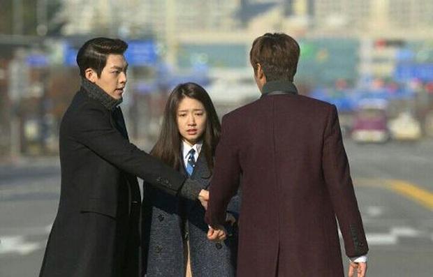 """9 """"đa giác tình yêu"""" phim Hàn làm fan mệt tim: Tầng Lớp Itaewon gây tranh cãi, Reply 1988 không ai dám xem tập cuối - Ảnh 3."""