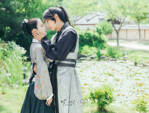 """9 """"đa giác tình yêu"""" phim Hàn làm fan mệt tim: Tầng Lớp Itaewon gây tranh cãi, Reply 1988 không ai dám xem tập cuối - Ảnh 15."""