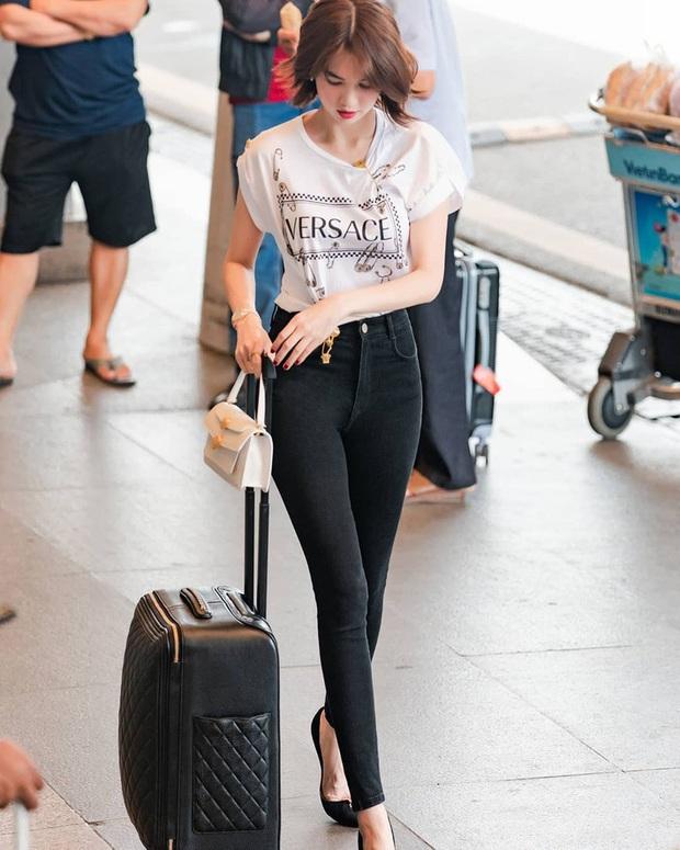 Thước đo thần thái mỹ nhân Vbiz là combo áo trắng quần jeans: Hà Tăng sang chảnh, Ngọc Trinh dáng nuột nhưng đến Minh Hằng mới bất ngờ - Ảnh 3.