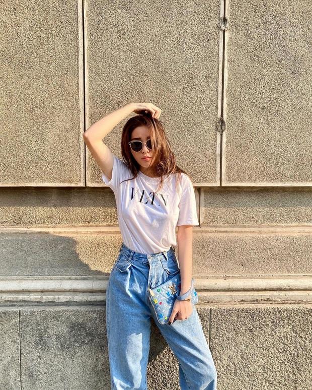 Thước đo thần thái mỹ nhân Vbiz là combo áo trắng quần jeans: Hà Tăng sang chảnh, Ngọc Trinh dáng nuột nhưng đến Minh Hằng mới bất ngờ - Ảnh 6.
