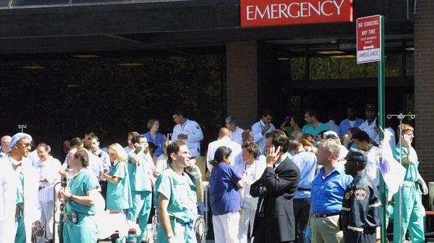 Từ chiếc băng ca trống rỗng trong vụ khủng bố 11/9 đến bệnh viện vỡ trận vì đại dịch Covid-19: Ký ức không thể quên của nữ y tá New York - Ảnh 3.