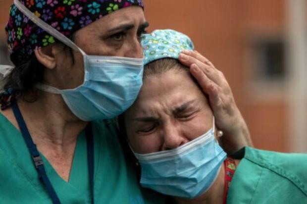 Ai sẽ trả tiền điều trị...: Y tá New York kể lại lời trăn trối đau lòng của một bệnh nhân nhiễm Covid-19, hé lộ sự thật đáng sợ nước Mỹ đang phải đối mặt - Ảnh 2.