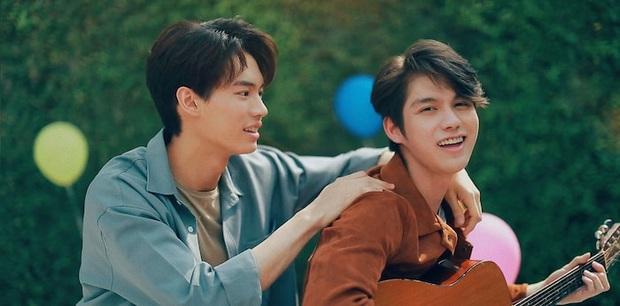 Xem liền tay loạt khoảnh khắc yêu đến quắn quéo của đôi đam mỹ Thái đang gây bão mạng, trai đẹp bây giờ yêu nhau cả rồi! - Ảnh 17.