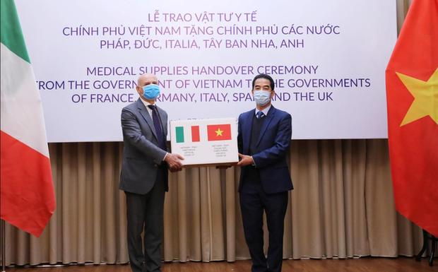 COVID-19: Báo Reuters ca ngợi hỗ trợ của Việt Nam đối với các nước gặp khó khăn vì đại dịch - Ảnh 1.