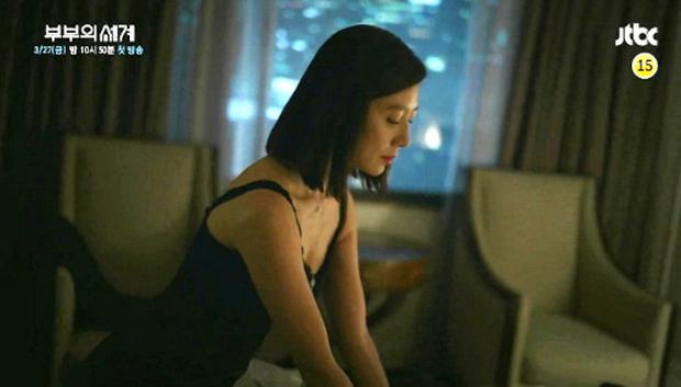 """""""Bà cả"""" Kim Hee Ae của Thế Giới Hôn Nhân: Nữ hoàng truyền hình chuyên trị phim ngoại tình, 53 tuổi vẫn """"xử gọn"""" cảnh nóng - Ảnh 15."""