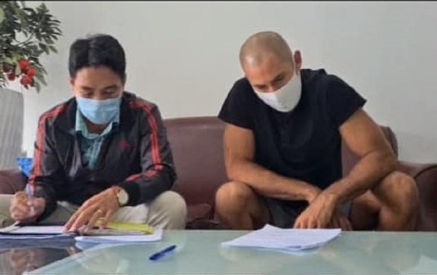 Phạt du khách nước ngoài không đeo khẩu trang, thách thức người dân ở Đà Nẵng - Ảnh 1.