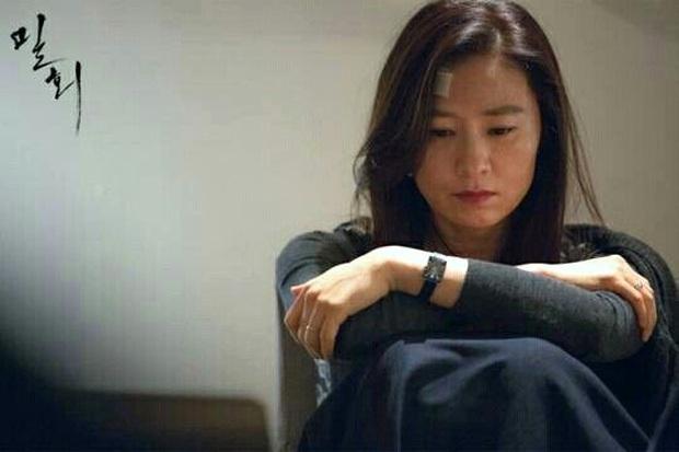 """""""Bà cả"""" Kim Hee Ae của Thế Giới Hôn Nhân: Nữ hoàng truyền hình chuyên trị phim ngoại tình, 53 tuổi vẫn """"xử gọn"""" cảnh nóng - Ảnh 9."""