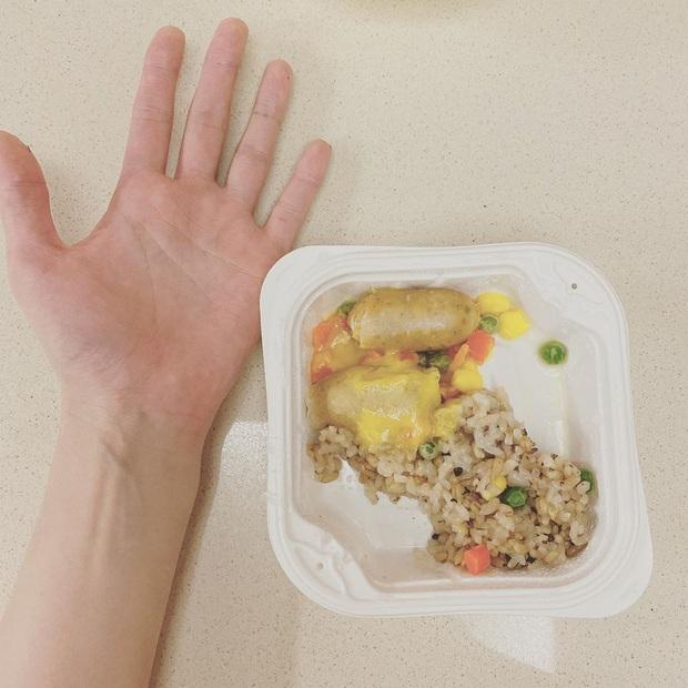 Tranh cãi cách nữ hoàng sexy Hyuna giảm cân: Phần ăn nhỏ đến mức gây sốc, có thể ảnh hưởng xấu đến giới trẻ? - Ảnh 2.