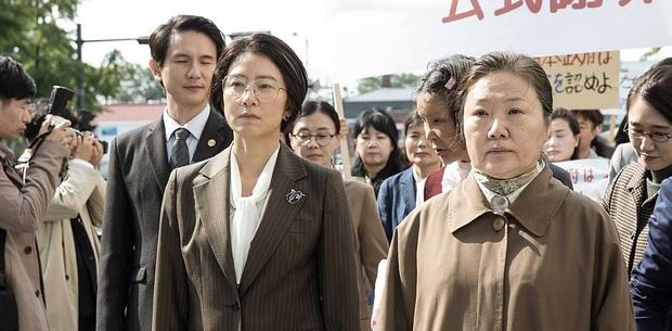 """""""Bà cả"""" Kim Hee Ae của Thế Giới Hôn Nhân: Nữ hoàng truyền hình chuyên trị phim ngoại tình, 53 tuổi vẫn """"xử gọn"""" cảnh nóng - Ảnh 20."""