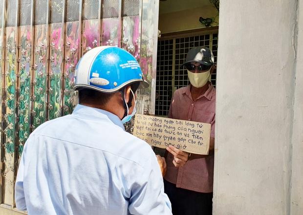 Gặp thầy giáo Tây thất nghiệp, cầm bảng xin giúp tiền để mua thức ăn: Tôi choáng ngợp bởi lòng từ bi và sự hào phóng của người Việt - Ảnh 7.