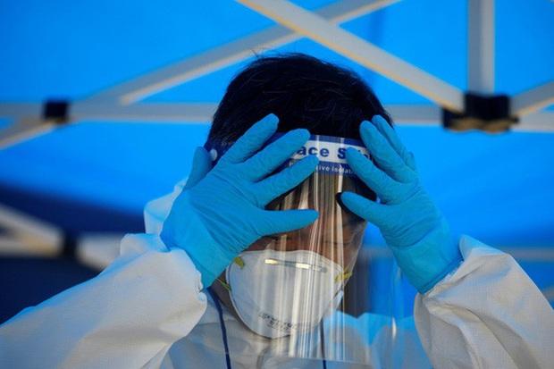 Hàn Quốc đau đầu chuyện dương tính trở lại, WHO lo Covid-19 nguy hiểm gấp 10 lần H1N1  - Ảnh 2.