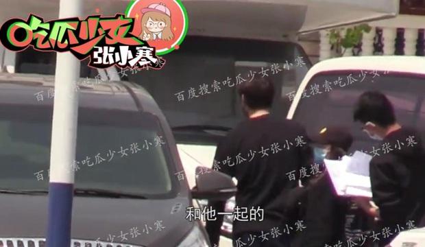 Paparazzi lại bắt trọn khoảnh khắc Dương Mịch lén lút tới thăm Ngụy Đại Huân, cặp đôi tiếp tục đi khách sạn - Ảnh 7.