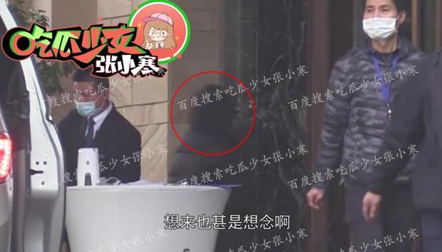 Paparazzi lại bắt trọn khoảnh khắc Dương Mịch lén lút tới thăm Ngụy Đại Huân, cặp đôi tiếp tục đi khách sạn - Ảnh 10.