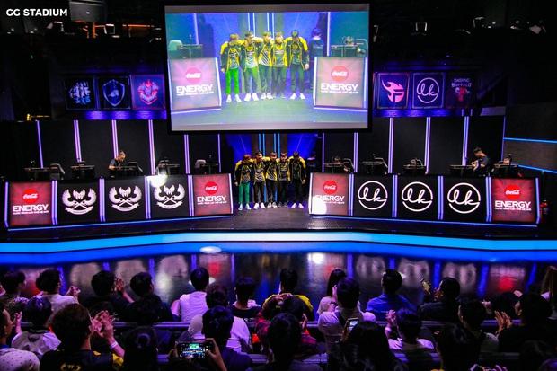 Dẫu biết game có thể đấu online, nhưng ít ai ngờ các giải eSports cũng gặp muôn vàn tình huống trớ trêu! - Ảnh 5.