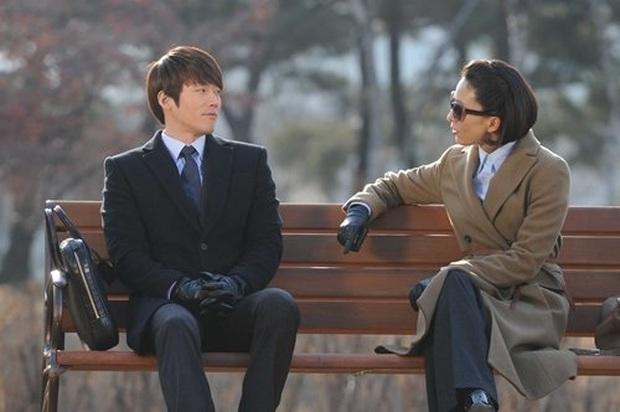 """""""Bà cả"""" Kim Hee Ae của Thế Giới Hôn Nhân: Nữ hoàng truyền hình chuyên trị phim ngoại tình, 53 tuổi vẫn """"xử gọn"""" cảnh nóng - Ảnh 11."""