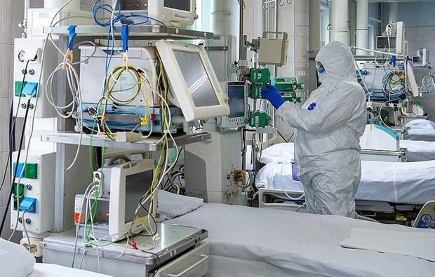 Số ca nhiễm COVID-19 tăng 13 lần, Moscow chuẩn bị hai vạn giường bệnh - Ảnh 1.