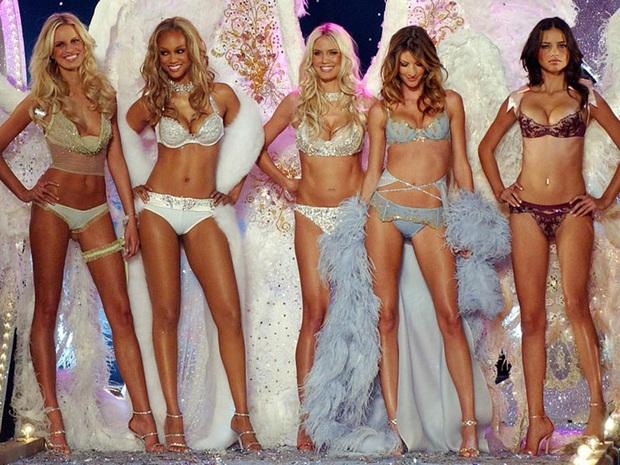 Đế chế thiên thần Victorias Secret nóng bỏng nhất mọi thời đại: Dàn mẫu thế hệ mới phải ngả mũ vì đàn chị huyền thoại! - Ảnh 16.
