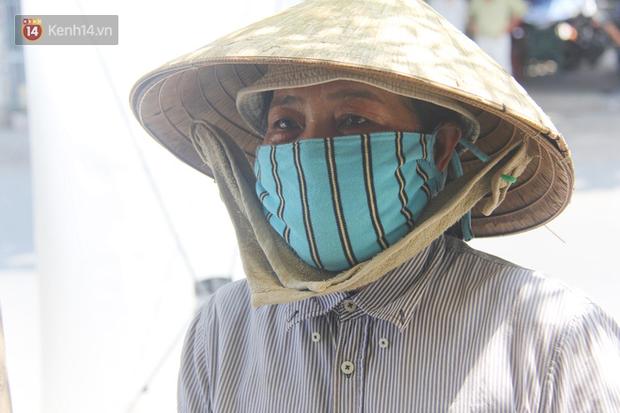 500 phần cơm di động miễn phí lang thang khắp Sài Gòn để trao tận tay cho người nghèo giữa mùa dịch Covid-19 - Ảnh 8.