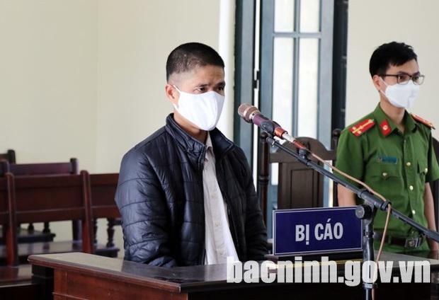 12 tháng tù vì không đeo khẩu trang, xúc phạm, chống đối lực lượng phòng chống dịch Covid-19 - Ảnh 1.