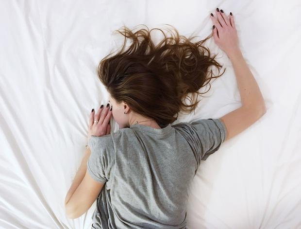 """Nếu có dấu hiệu """"1 nhiều, 2 đau, 3 bất thường"""", có thể bạn đang bị viêm vùng chậu khiến bạn """"khổ cả đời"""" - Ảnh 1."""
