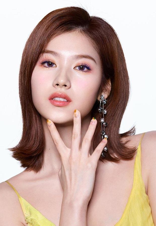 Lên hẳn tạp chí đình đám của Mỹ, Twice bị chê tơi tả vì makeup lạ nhưng lại có duy nhất một người được khen - Ảnh 8.