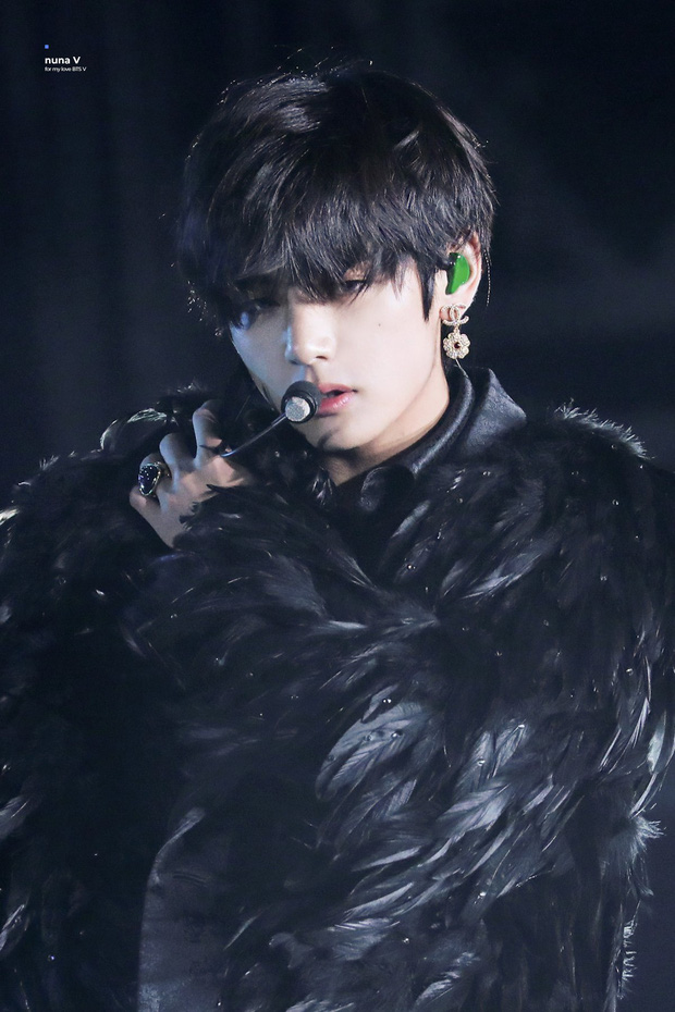 """Sân khấu solo huyền thoại của idol Kpop trong mắt Cnet: BTS và EXO rượt đuổi quyết liệt, """"thiên nga đen"""" quyến rũ xuất sắc đứng đầu - Ảnh 19."""