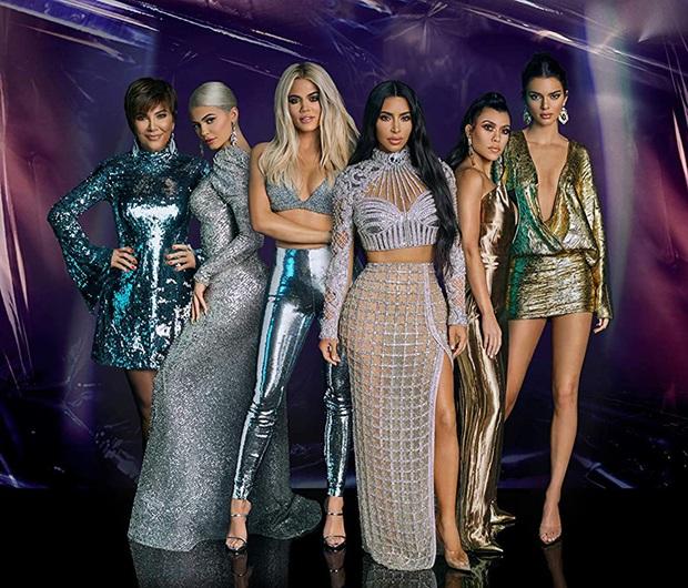14 bí mật động trời về đế chế Kardashian: Tự dựng băng sex, nghiện ngập, nói dối về chuyện dao kéo, đâu mới là thật? - Ảnh 2.