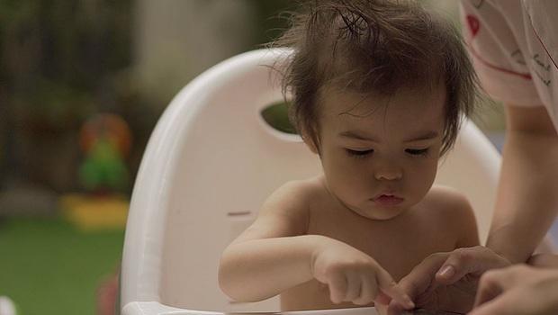 Loạt ảnh quý tử nhà mỹ nhân đẹp nhất Philippines mùa cách ly gây bão: 1 tuổi đã đẹp vậy, lớn còn đỉnh thế nào nữa? - Ảnh 3.