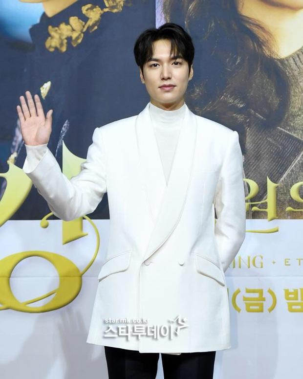 Lee Min Ho liên tục càm ràm về Kim Go Eun và Woo Do Hwan ở họp báo Quân Vương Bất Diệt  - Ảnh 4.
