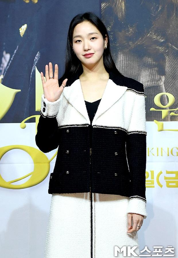 Ngược đời dàn sao Bệ hạ bất tử ở sự kiện: Nữ phụ đẹp đơ mà vẫn đè bẹp nữ chính, Lee Min Ho - Kim Go Eun lơ nhau đến lạ - Ảnh 5.