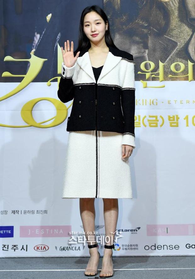 Ngược đời dàn sao Bệ hạ bất tử ở sự kiện: Nữ phụ đẹp đơ mà vẫn đè bẹp nữ chính, Lee Min Ho - Kim Go Eun lơ nhau đến lạ - Ảnh 4.