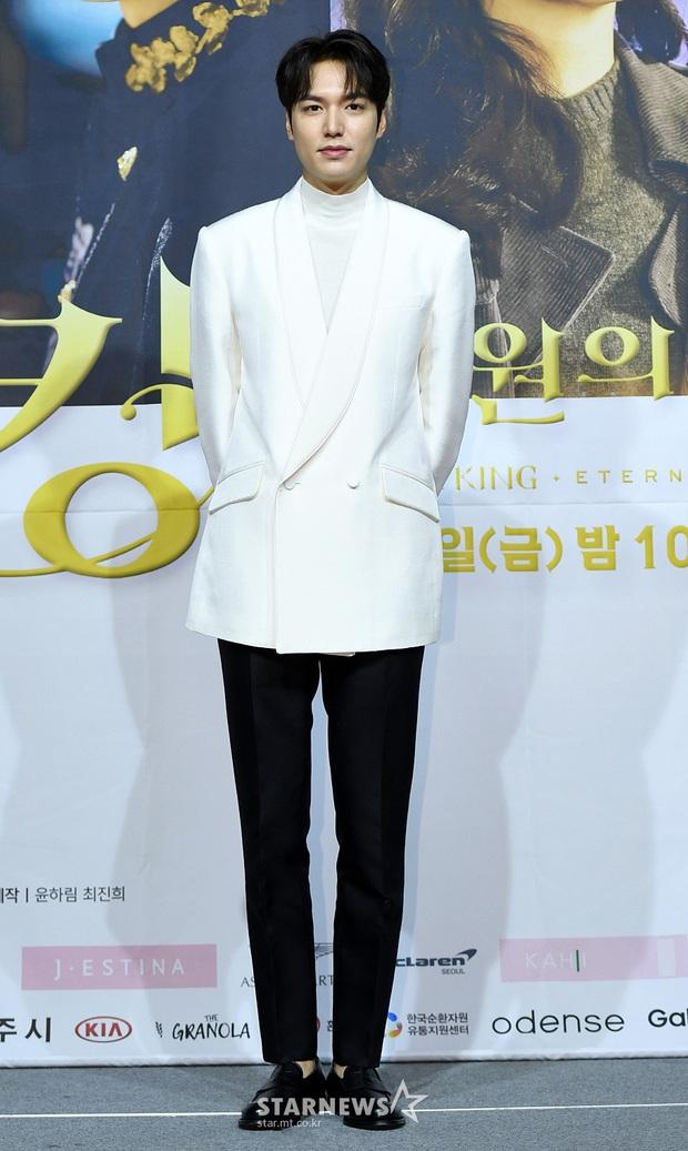 Ngược đời dàn sao Bệ hạ bất tử ở sự kiện: Nữ phụ đẹp đơ mà vẫn đè bẹp nữ chính, Lee Min Ho - Kim Go Eun lơ nhau đến lạ - Ảnh 3.