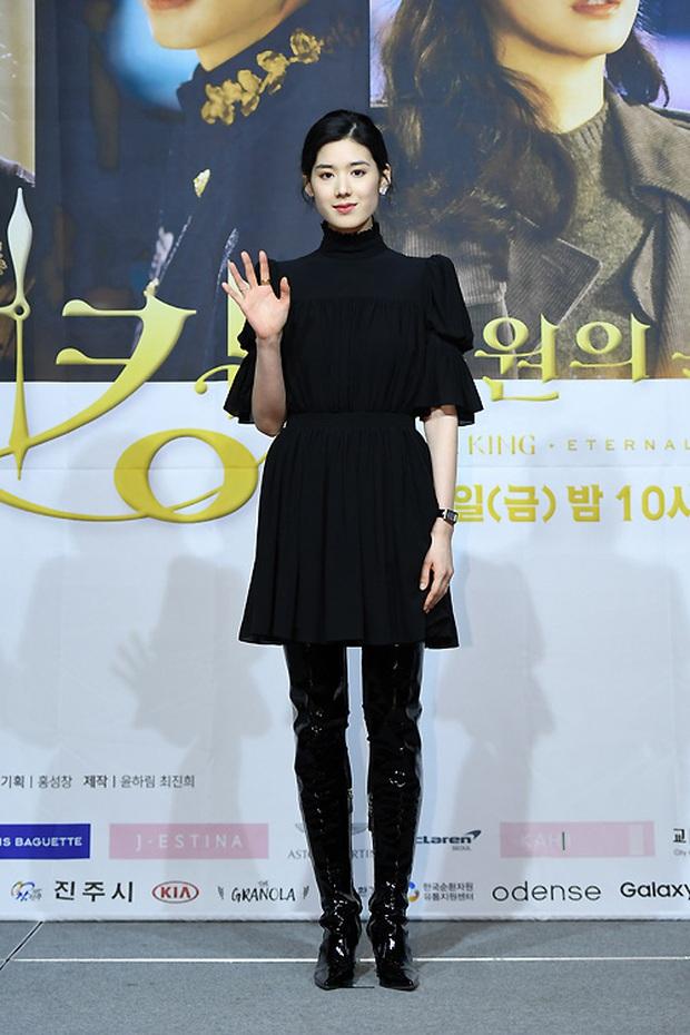 Ngược đời dàn sao Bệ hạ bất tử ở sự kiện: Nữ phụ đẹp đơ mà vẫn đè bẹp nữ chính, Lee Min Ho - Kim Go Eun lơ nhau đến lạ - Ảnh 6.