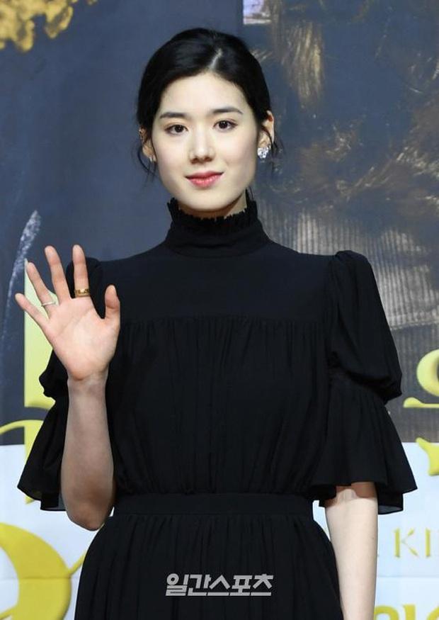Ngược đời dàn sao Bệ hạ bất tử ở sự kiện: Nữ phụ đẹp đơ mà vẫn đè bẹp nữ chính, Lee Min Ho - Kim Go Eun lơ nhau đến lạ - Ảnh 8.
