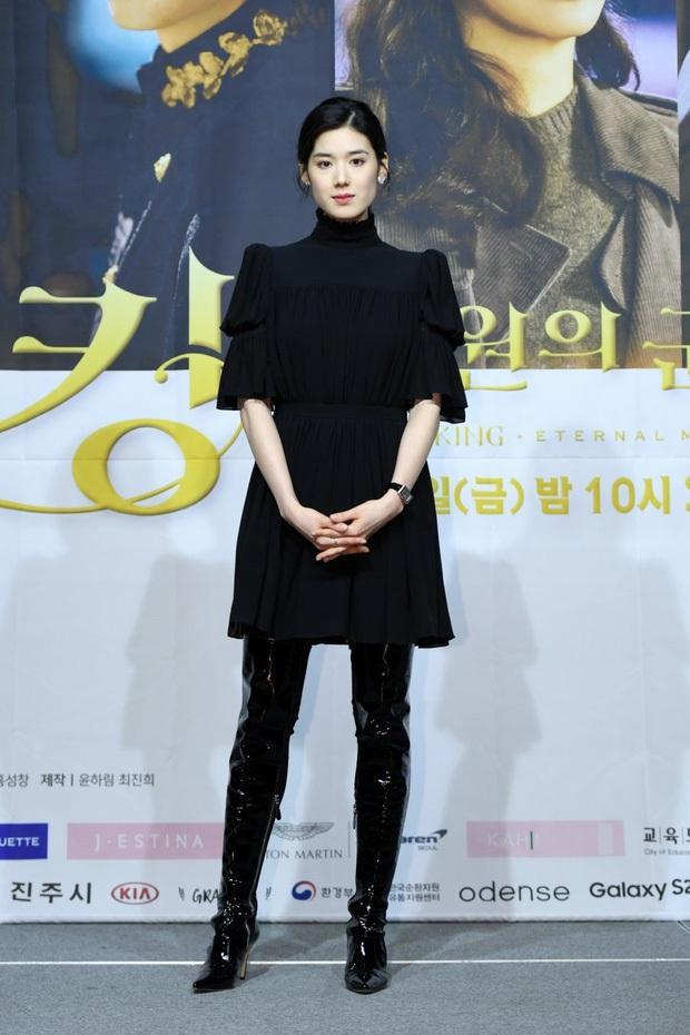 Nữ thủ tướng của Lee Min Ho ở Quân Vương Bất Diệt gây thất vọng vì nhan sắc bà thím, thần thái sang chảnh của chị đâu rồi? - Ảnh 2.