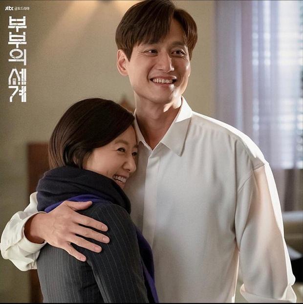 5 người tình màn ảnh của bà cả Kim Hee Ae: Tính tới thời Thế Giới Hôn Nhân, bên cạnh chị chỉ toàn phi công? - Ảnh 2.