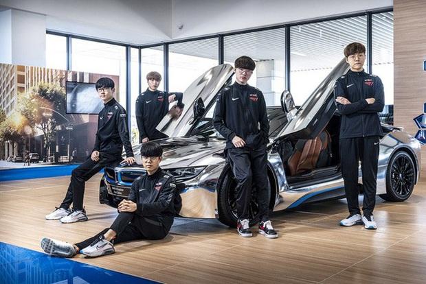 T1 tung loạt ảnh quảng bá thương hiệu xe sang BMW, Faker ngày càng ra dáng chủ tịch - Ảnh 3.