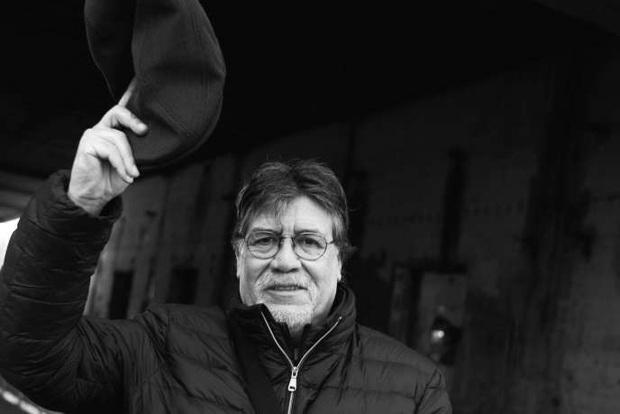 Kho tàng phim ảnh quý giá của nhà văn Luis Sepúlveda - tác giả Chuyện Con Mèo Dạy Hải Âu Bay trước khi qua đời vì Covid-19 - Ảnh 1.