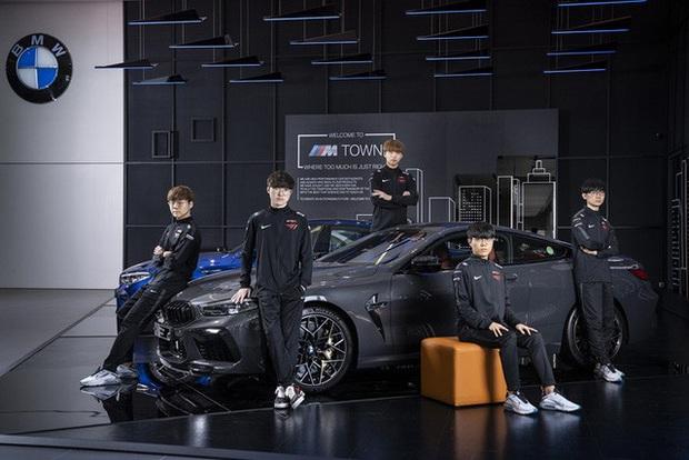 T1 tung loạt ảnh quảng bá thương hiệu xe sang BMW, Faker ngày càng ra dáng chủ tịch - Ảnh 4.