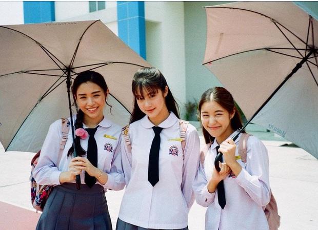 School 2015 bản Thái tung trailer siêu kịch tính, Kim So Hyun xứ Chùa Vàng xinh xuất sắc nhưng bị bức tử ngay mở màn? - Ảnh 5.
