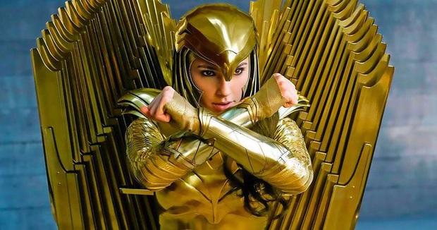 Wonder Woman khoe bộ cánh dát vàng lóa mắt, DC định dùng tiền khiến Iron Man của Marvel xách dép hay sao? - Ảnh 1.