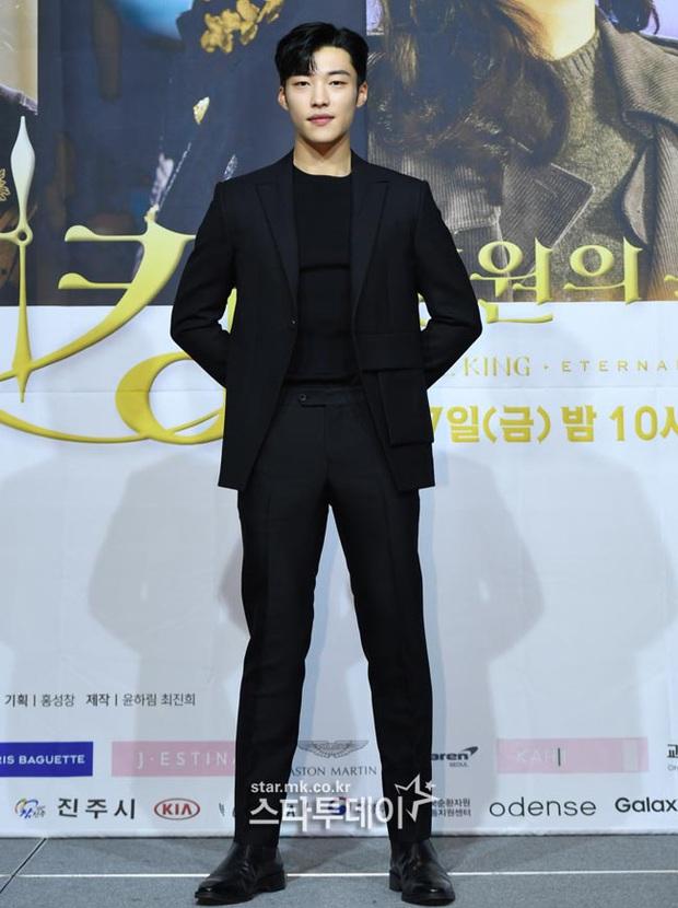 Ngược đời dàn sao Bệ hạ bất tử ở sự kiện: Nữ phụ đẹp đơ mà vẫn đè bẹp nữ chính, Lee Min Ho - Kim Go Eun lơ nhau đến lạ - Ảnh 9.