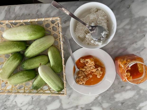 Hé lộ bữa ăn bất ngờ của MC giàu nhất Việt Nam Quyền Linh: Chỉ cơm nguội, dưa leo và chao nhưng vẫn khen nức nở - Ảnh 3.