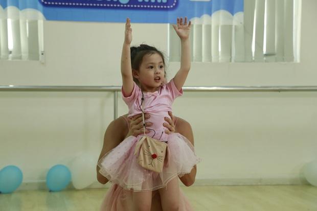 Heo Mi Nhon bật khóc khi thấy con gái Cam Cam dũng cảm vượt qua nỗi sợ - Ảnh 6.