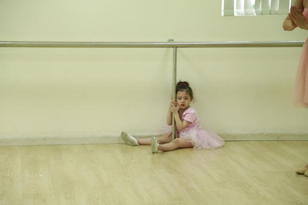 Heo Mi Nhon bật khóc khi thấy con gái Cam Cam dũng cảm vượt qua nỗi sợ - Ảnh 5.
