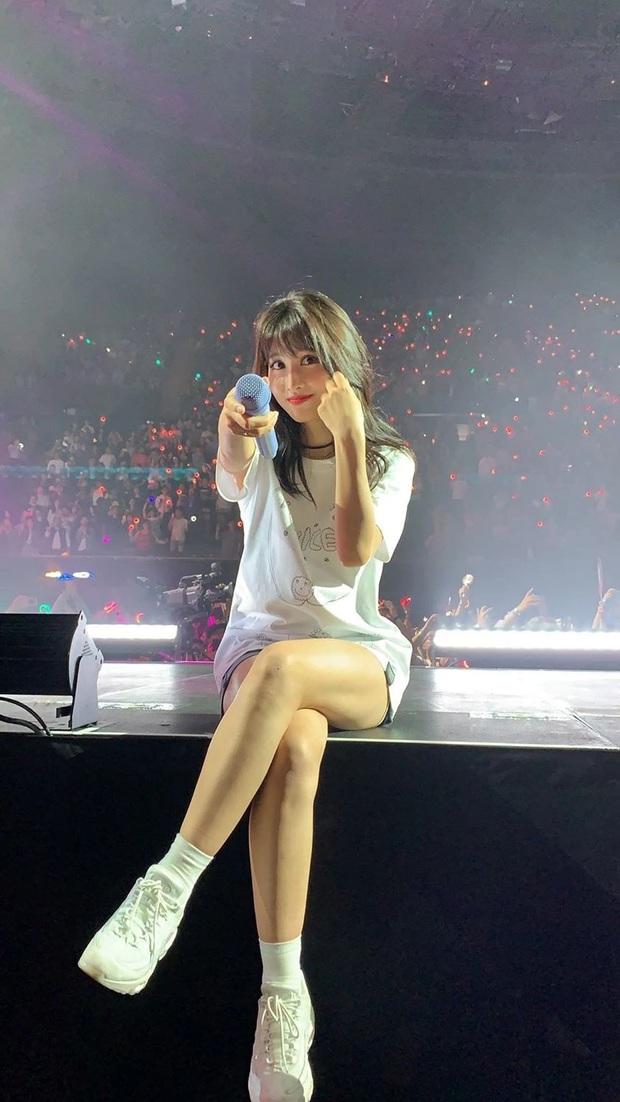 Hé lộ nhan sắc thật của loạt idol Kpop qua ảnh chụp vội ở concert: Tứk vì ánh sáng kém, camera thường không dìm nổi - Ảnh 4.