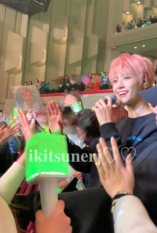 Hé lộ nhan sắc thật của loạt idol Kpop qua ảnh chụp vội ở concert: Tứk vì ánh sáng kém, camera thường không dìm nổi - Ảnh 5.