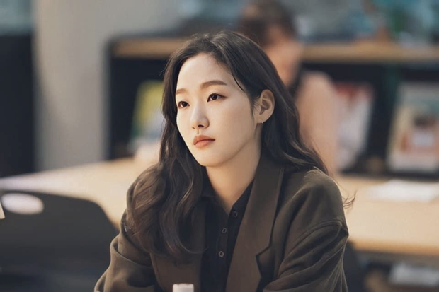Lần đầu tiên gặp, nàng thơ Kim Go Eun chỉ nhìn chằm chằm vào 1 bộ phận của Lee Min Ho, đến giờ vẫn không thể rời mắt - Ảnh 3.