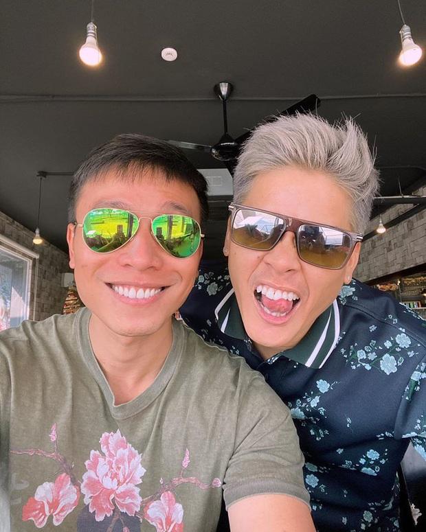 Cặp đồng tính John Huy Trần - Nhiệm Huỳnh gây sốt với loạt ảnh kỷ niệm 2 năm cưới ngọt lịm: Chúng tôi vẫn bền chặt lắm - Ảnh 3.